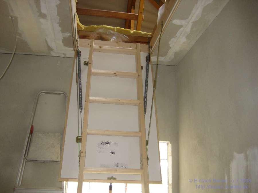 bodenluke mit treppe good die bodentreppe ldk ist eine zweiteilige treppe mit unterem aufbau. Black Bedroom Furniture Sets. Home Design Ideas